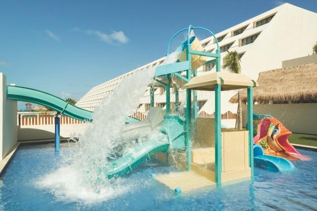 Hyatt-Ziva-Cancun-P087-Kidz-Club-Pool.adapt.640.800
