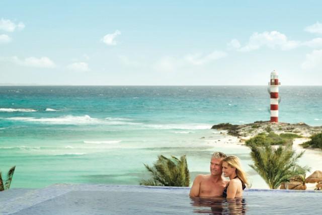 Hyatt-Ziva-Cancun-P128-Rooftop-Pool-Couple.adapt.640.800