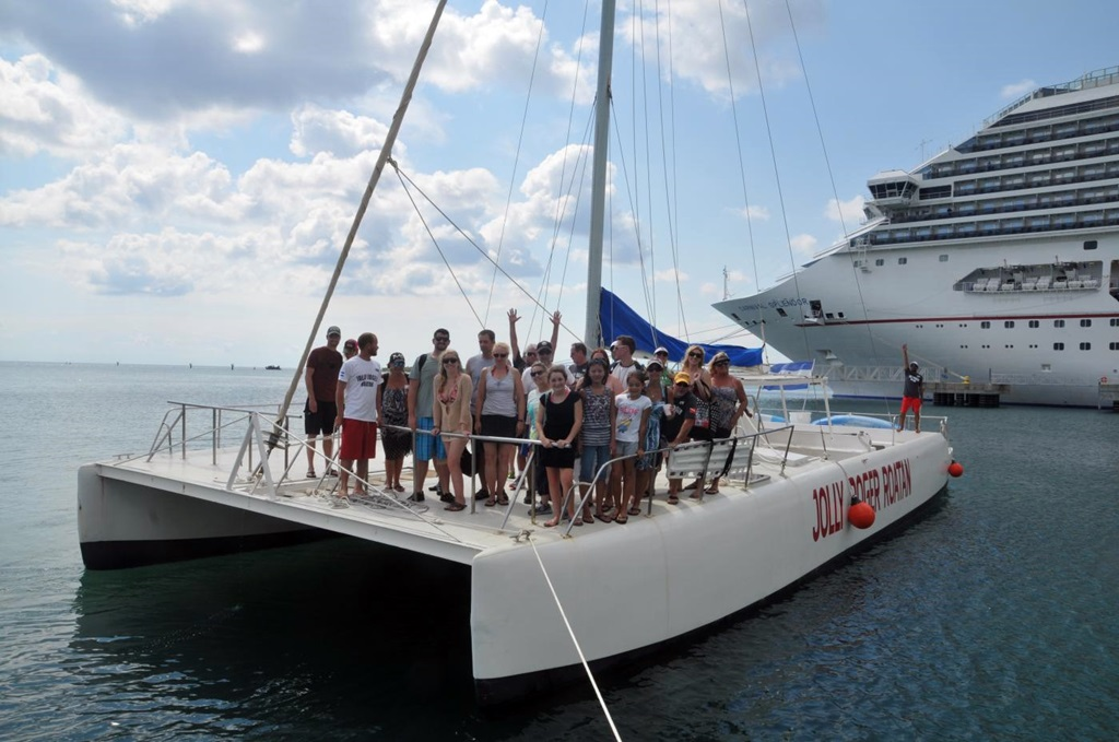 barefoot-catamaran-sail-and-snorkel-with-lunch-mahogany-bay-isla-roatan-4