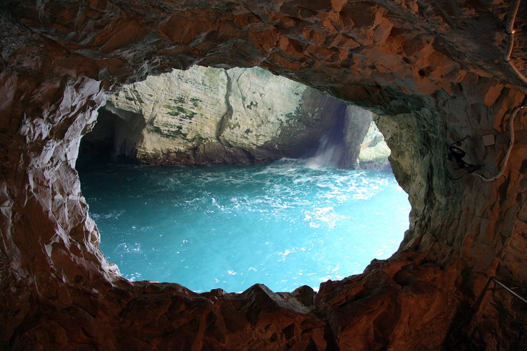 1200px-Rosh_Hanikra_in_summer_2011_(2)