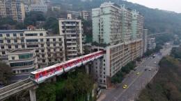 JS123737351_Visual-China-Group_Light-Railway-Passes-Through-Residential-Building-In-Chongqing_1-xxlarge_trans_NvBQzQNjv4Bqr1-IQesdsNm9WbsCncdC0h-6hHT5d1My5NPMLxxGU0U