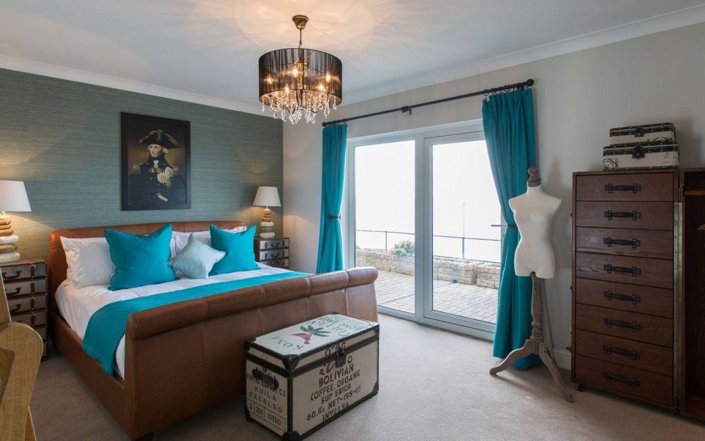 Ilyen stílusosan tengerszínűek a No Man´s Fort hotel szobái