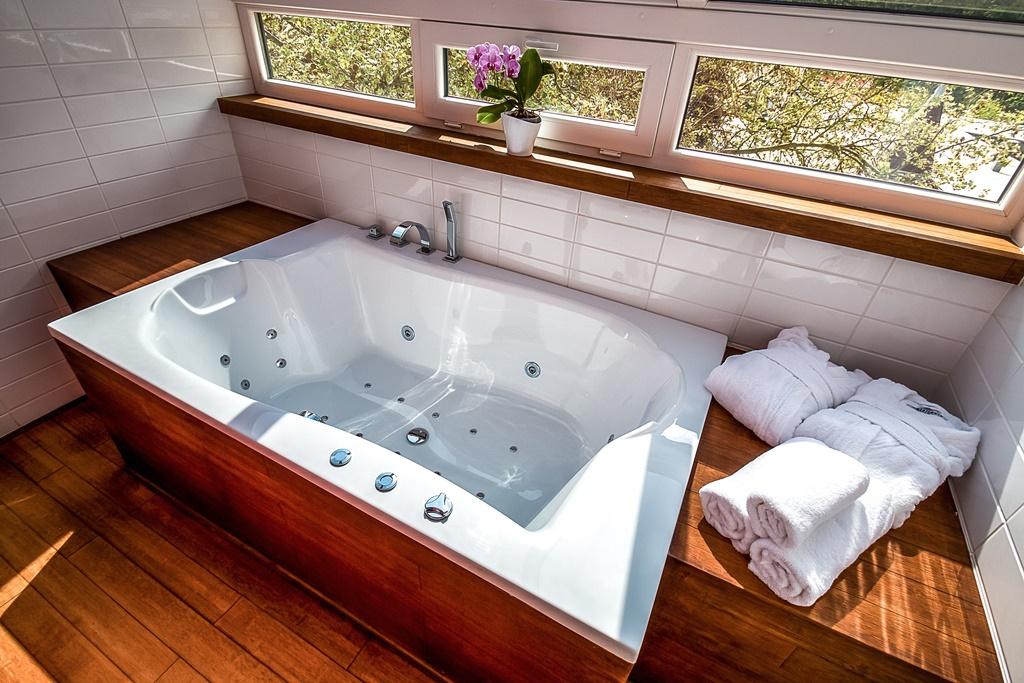 A szállodában 90 kényelmes és tágas szoba, illetve minden igényt kielégítő lakosztály áll vendégeink rendelkezésére