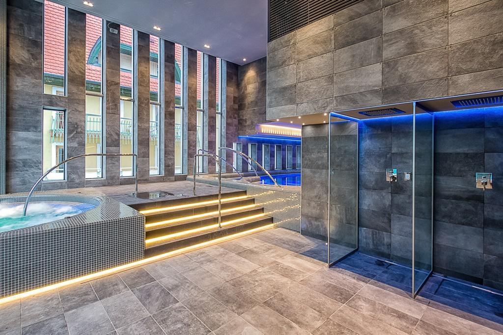 A szálloda wellness részlege kiváló lehetőséget biztosít a testi és lelki feltöltődéshez, s mindezt egy exkluzív, modern környezetben