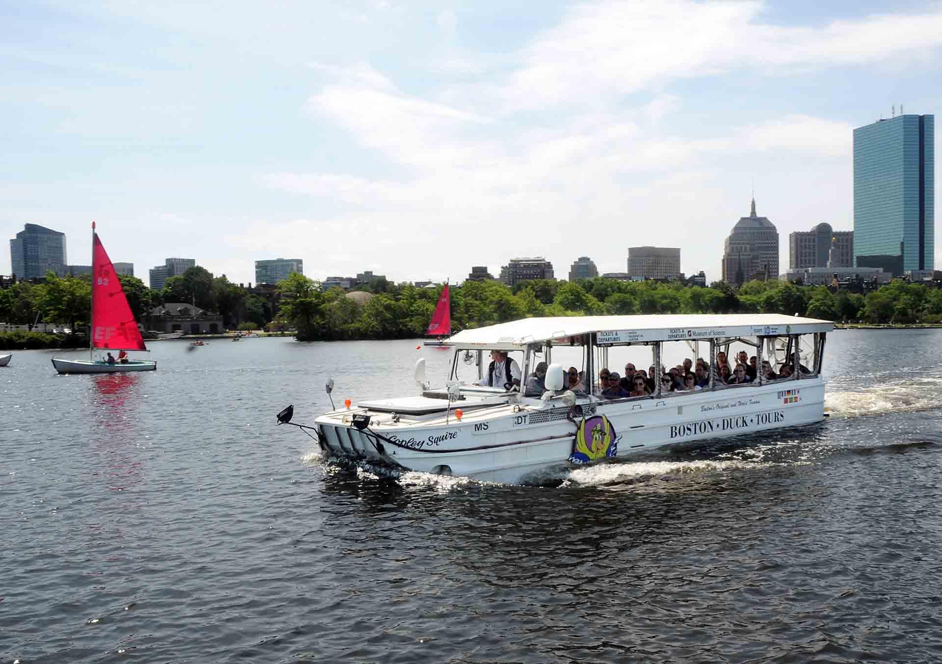 Érdemes a Duck Tour kétéltűivel megtekinteni a város nevezetességeit