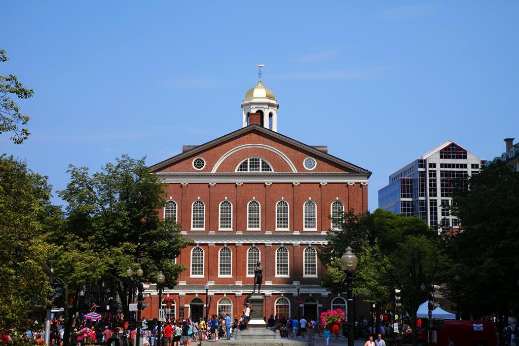 Boston legrégibb, több mint 250 éves épülete, a Faneuil Hall