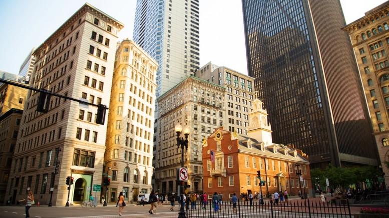 Bostonban, az Old State House erkélyéről olvasták fel először nyilvánosan a Függetlenségi nyilatkozatot