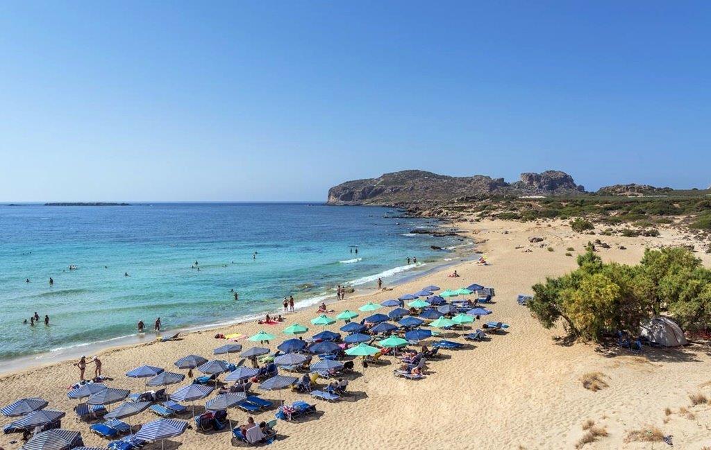 Kréta szigete nemcsak kulturális látványosságokat, ásatási helyeket rejt, hanem csodálatos tengerparti stradokat is kínál, mint pl. itt a Falasama Beach-en