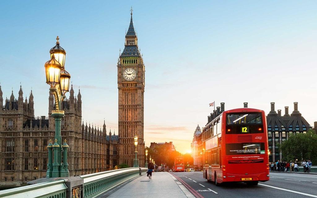 London a világ turisták által legtöbbet látogatott városa. Évente kb. 16 millión látogatnak ide