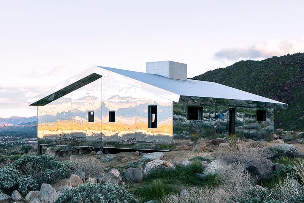 Aki tervezi, hogy a közeljövőbenKaliforniába látogat, feltétlenül menjen el ide a sivatagba, hogy még októberig meglátogathassa a tükrös házat
