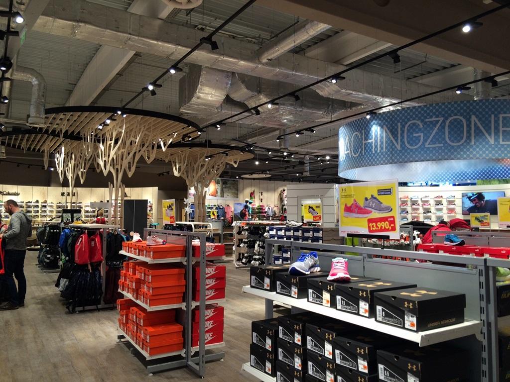 A 3000 négyzetméteres áruház óriási áruválasztékkal várja a vásárlókat