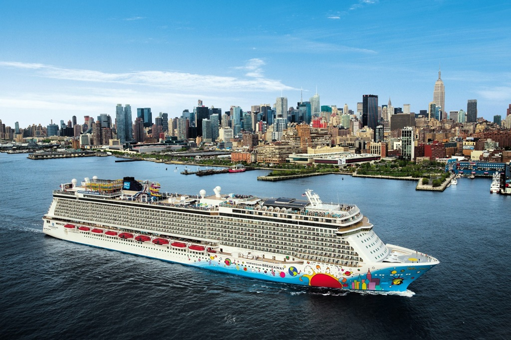 Norwegian Cruise Line Breakaway hajója