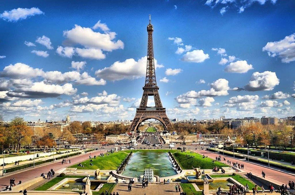 Az Eiffel-torony Párizs és egyben Franciaország legfőbb jelképe.