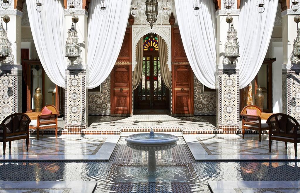Aki Marokkóba megy szabadságra, hamar belejön, hogy kell a királyi életben megmártóznia