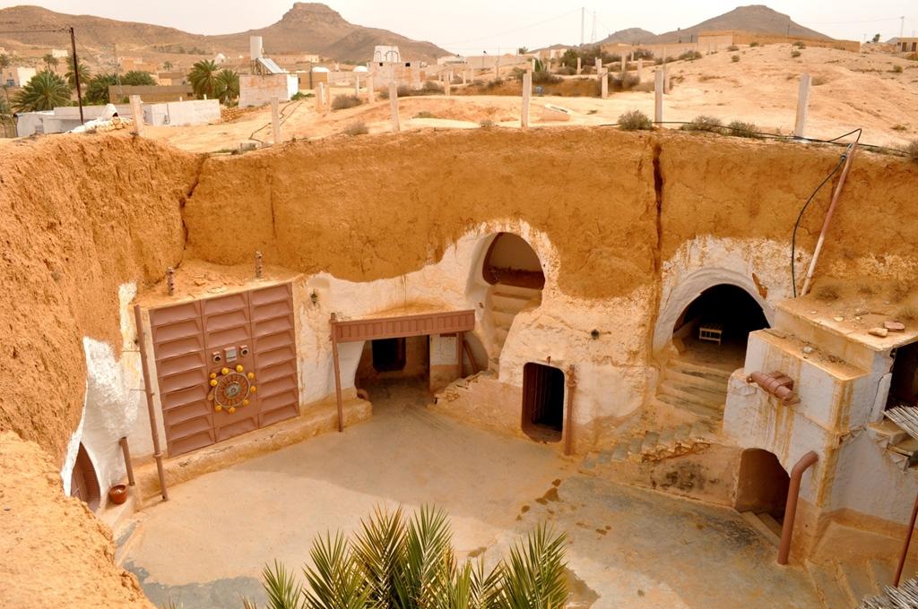 """""""Lakj úgy, mint Luke Skywalker"""": ezt bárki megteheti Matmata-ban, az átépített """"Sidi Driss"""" nevű barlanghotelben, ahol a Csillagok Háborúja c. film sok fontos jelenete játszódott."""
