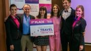 A WIZZ Youth Challenge győztesei és Owain Jones, a Wizz Air vállalati kapcsolatok igazgatója