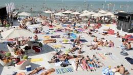 Nyitnak a fővárosi és balatoni strandok