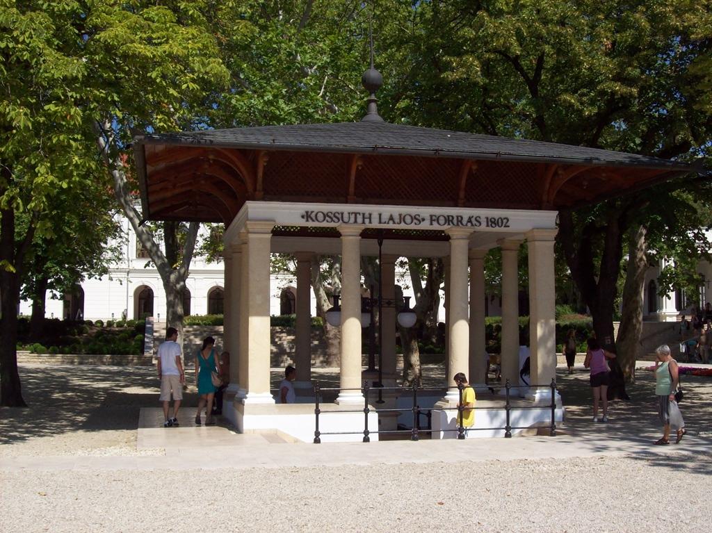 Balatonfüred,_Kossuth_Lajos_forrás