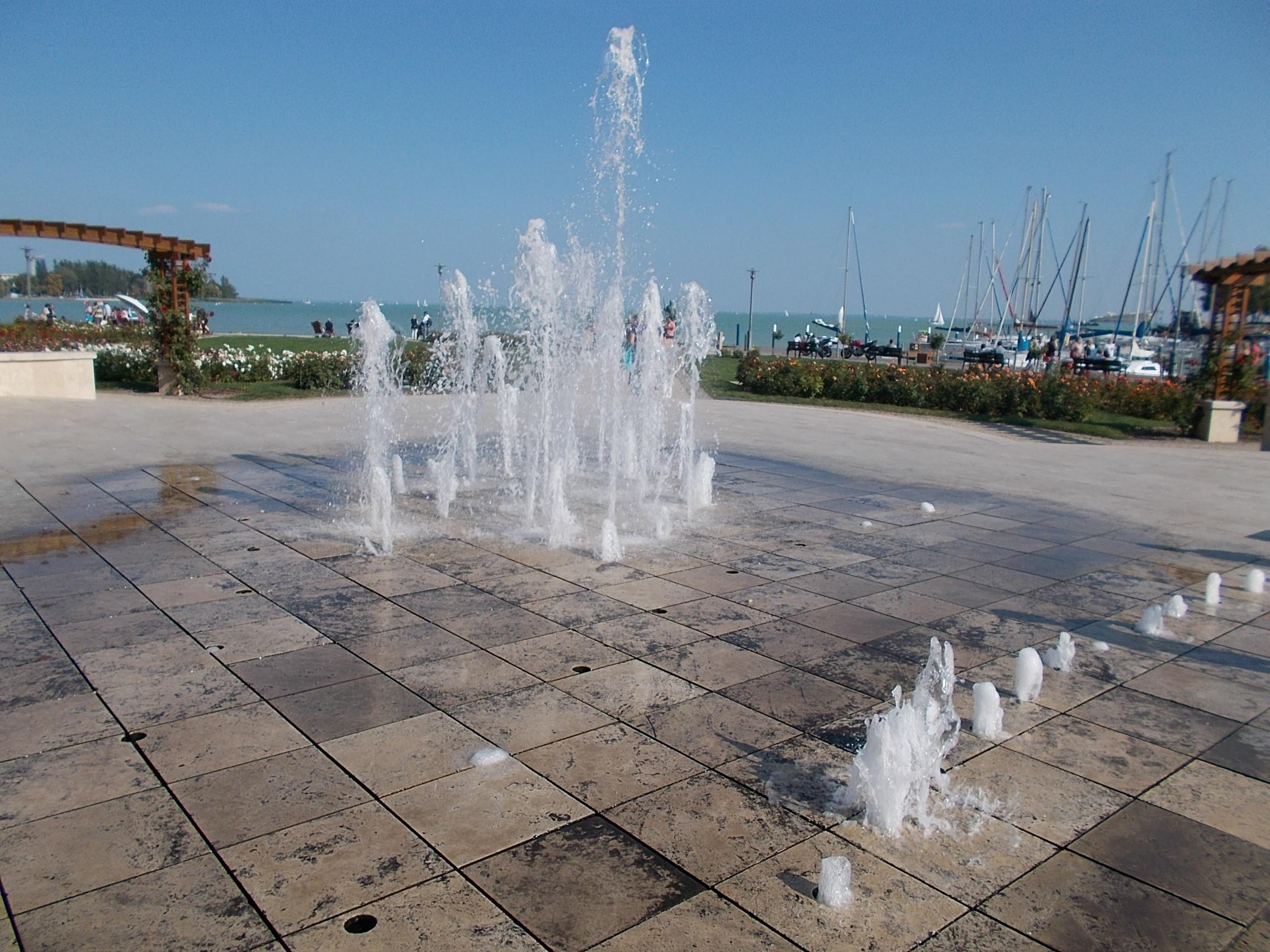 Fountain at Bujtor statue. - Vitorlás Square, Tagore Promenade, Balatonfüred, Veszprém County, Hungary}}{{hu|1=Szökőkút. 2000 utáni alkotás (val.szin). Korábban az un. Galambos ivókút volt itt, kb. 70-es évek végéig. - Magyarország, Veszprém megye, [http://balatonfured.info.hu/ Balatonfüred], Tagore sétány, és a Vitorlástér sarkánál{{Location|46|57|12.32|N|17|53|37.28|E|region:HU}}