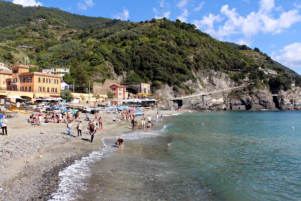 Monterossóban található Cinque Terre egyetlen homokos tengerpartja – nagy része fizetős