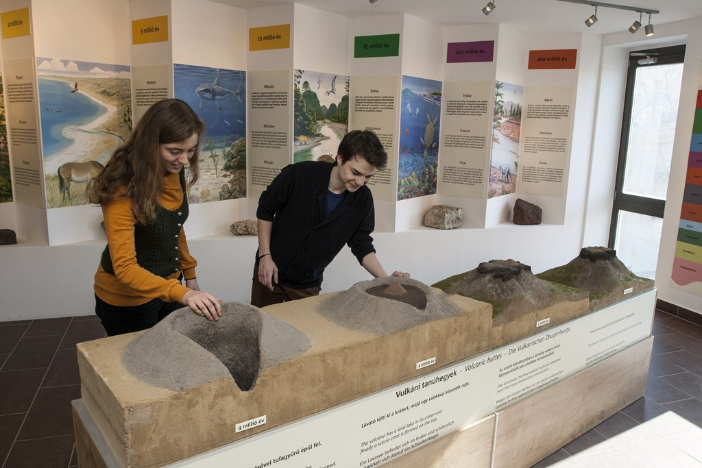 Tapolcai-tavasbarlang Látogatóközpont_Geopark terem