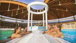 A Bükfürdő Gyógy- és Élménycentrumban Retro habpartyt rendeznek Csepregi Évával