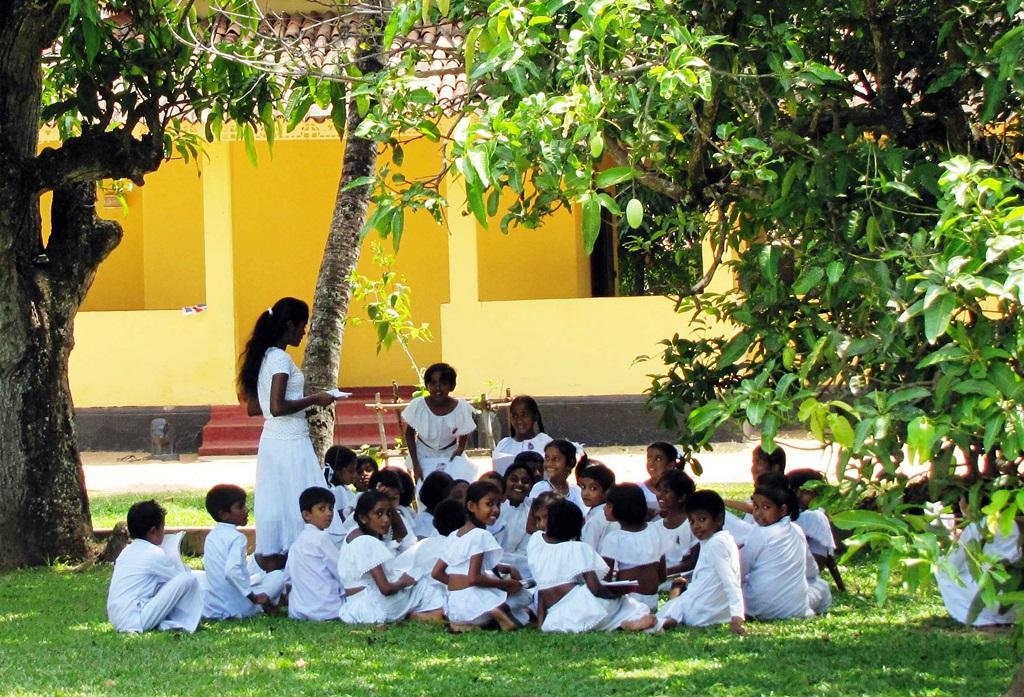 Az oktatás a szabadban is folyhat a kellemes időjárásnak köszönhetően