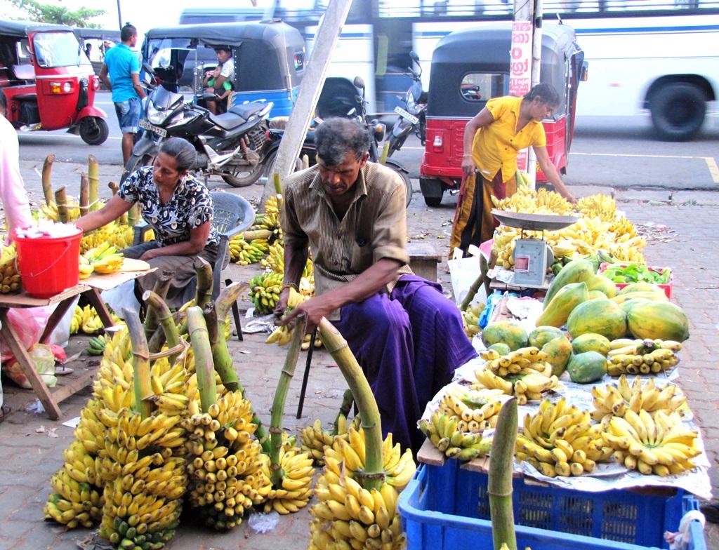 A piacok bővelkednek gyümölcsökben