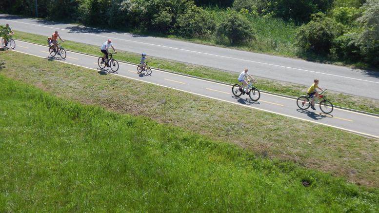 Megkezdődött a turisztikai kerékpárutak kitáblázása
