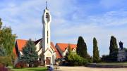Martfű új arculatát meghatározó főtér, a Szent István tér a Református Templommal