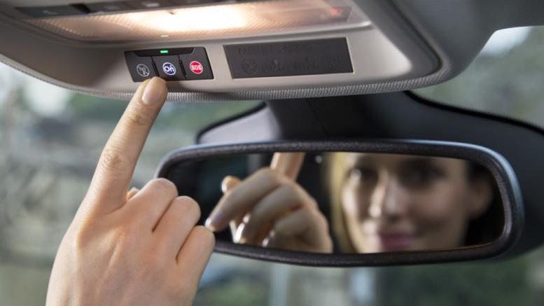 Segélyhívásra képzik az okos autókat