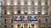A bécsi Ritz-Carltonba lépve azzal az emberarcú, funkcionális luxussal találkozunk, amelyben fesztelenül jól érezhetjük magunkat; Copyright 2013 Matthew Shaw