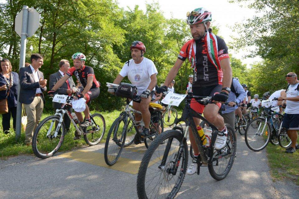 Jó hír a bringásoknak! Bővülnek és megújulnak a kerékpárutak