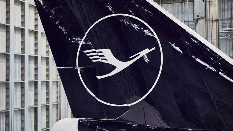 Arculatot vált a Lufthansa, megy a sárga, jön a sötét kék, marad a fehér