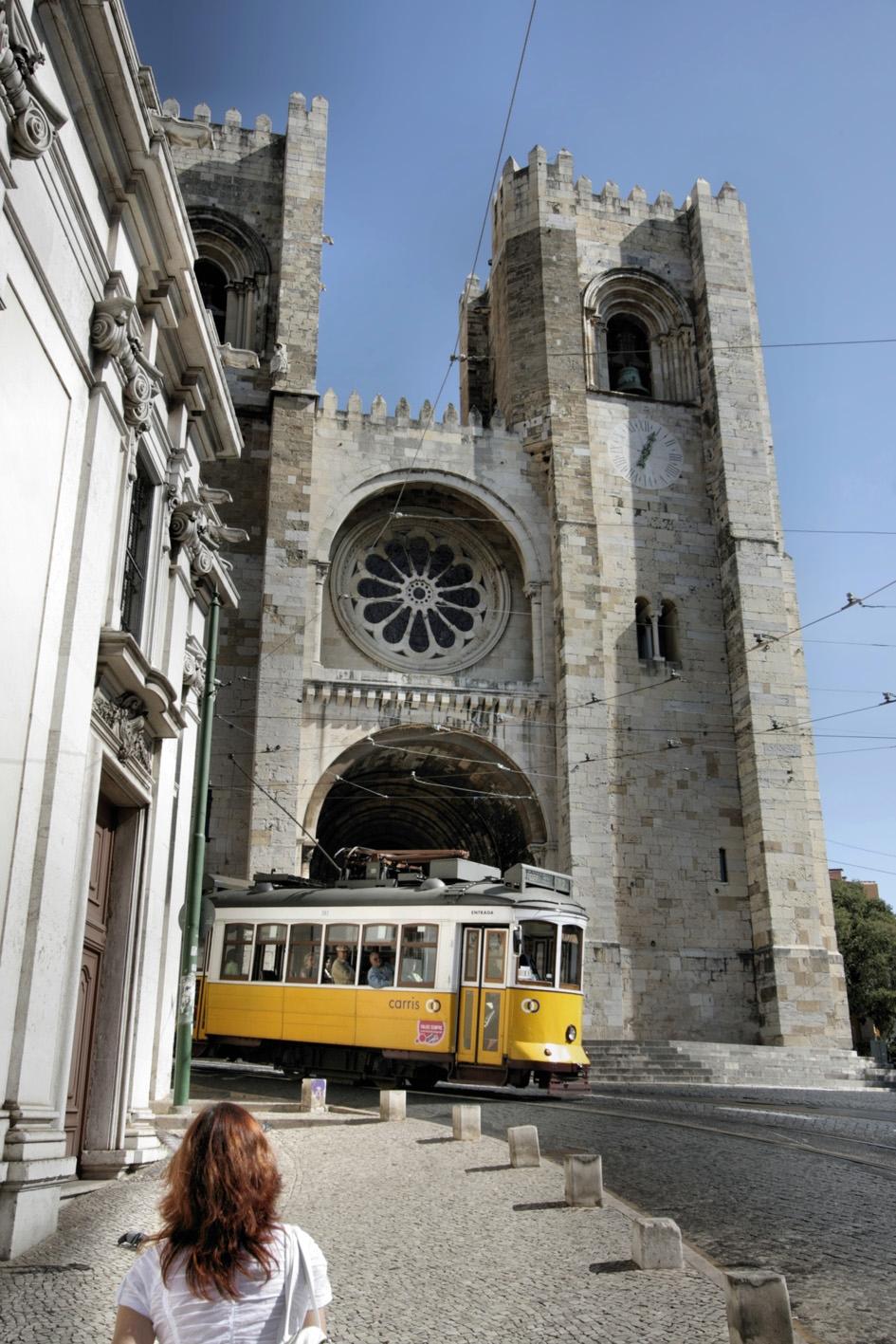 A Sé Katedrális elegáns, de visszafogott román stílusban épült