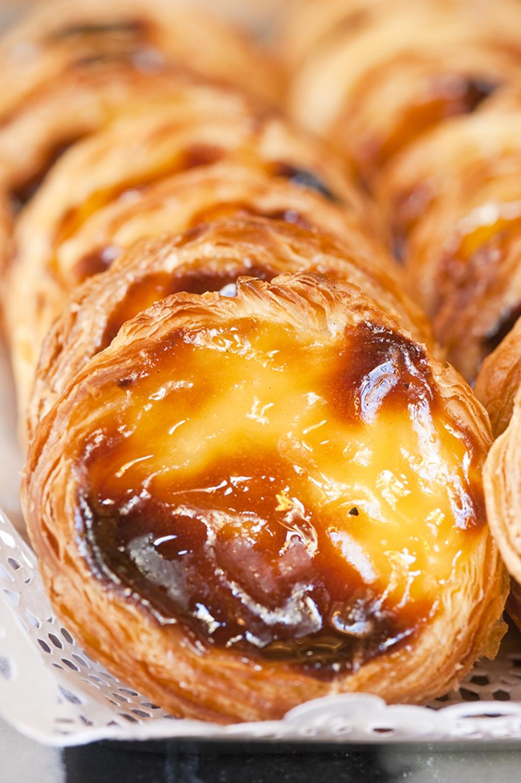 Pastel de Belém sütemény márkanevét szigorú védjegy óvja, az eredeti cukrászdán kívül Pastel de Nata néven ehetünk hasonló édességet