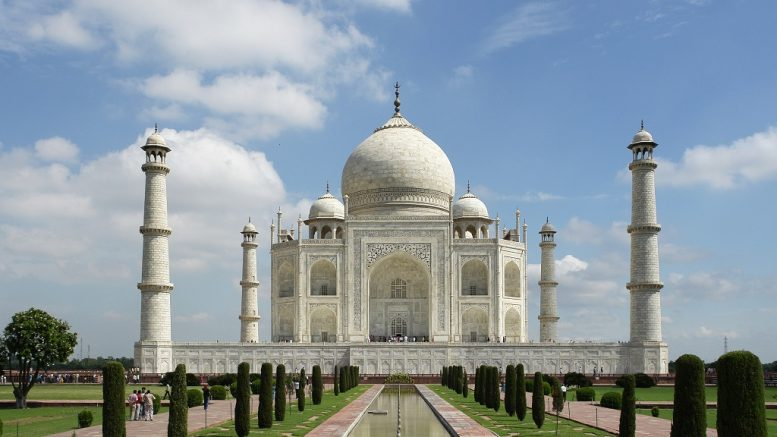Viharos szél tépázta meg a Tádzs Mahalt