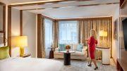 """""""Lady in Red"""" - a """"Piros ruhás hölgyek"""" minden segítséget megadnak a Kempinski Hotel Corvinus Budapest vendégeinek"""