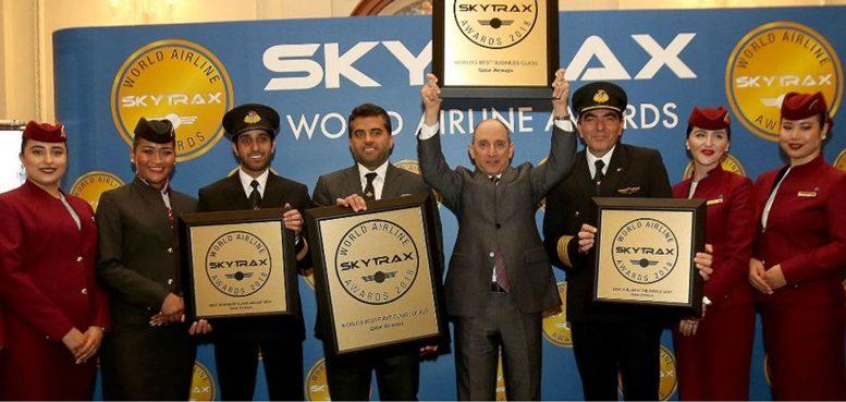 A Qatar Airways Csoport vezérigazgatója Mr Akbar Al Baker és a Hamad Nemzetközi Repülőtér vezérigazgatója Mr Badr Mohammed Al Meer vették át a Skytrax díjakat