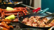 A Debreczeni ZAMAT Fesztiválon 2018. szeptember 21-23. között idén is végig kóstolhatják a látogatók Debrecen legismertebb éttermeinek gasztronómiai különlegességeit, az ország legízletesebb pálinkáit és néhány streed food konyha különlegességet