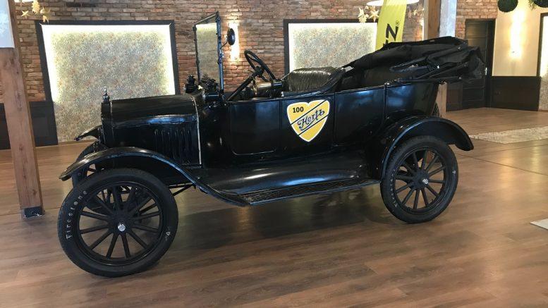 d3c7f976f8 Két magyar, egy amerikai álom: a 100 éves Hertz előtt tisztelgett a Ford